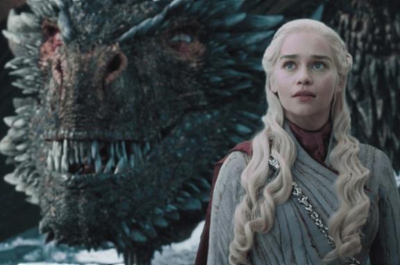 Daenerys insieme a Drogon