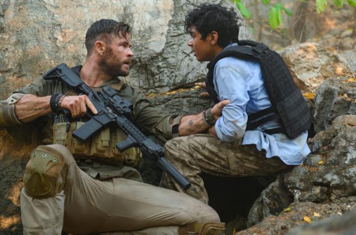 Hemsworth nei panni del mercenario protagonista
