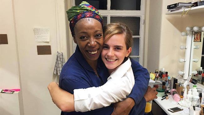 Emma Watson abbraccia Noma Dumezweni