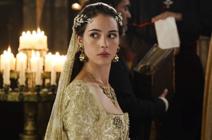 Adelaide Kane è Mary Stuart in Reign