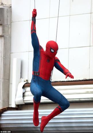 Tom Holland interpreta Spider-Man