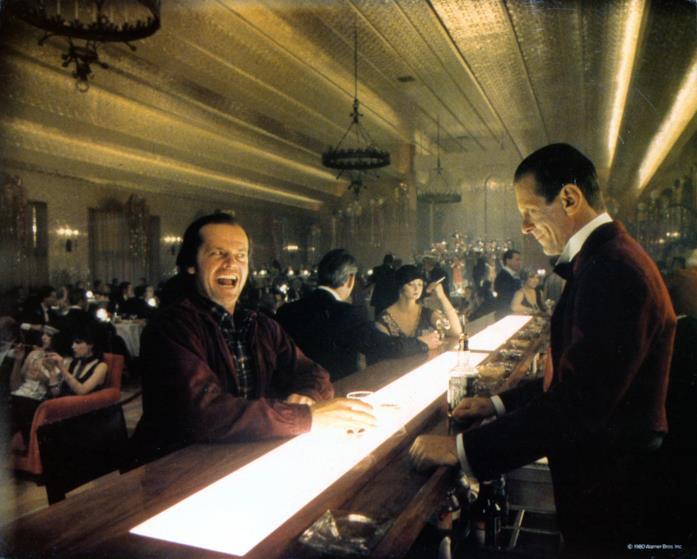 Jack Nicholson al bar dell'hotel dove è ambientato Shining