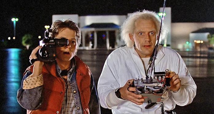 Una scena di Ritorno al futuro con Doc e Marty