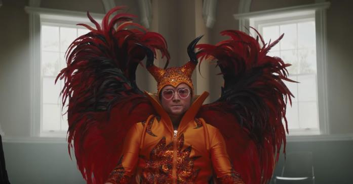 Rocketman: un'immagine di Taron Egerton nel trailer ufficiale