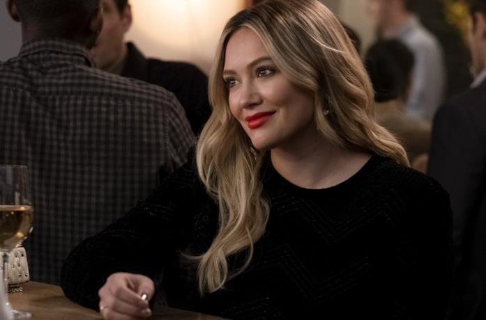 Hilary Duff in una scena della sesta stagione di Younger