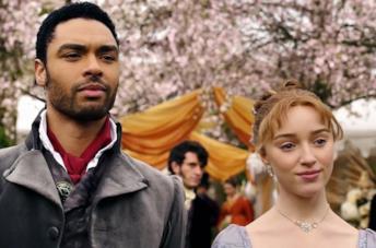 Daphne Bridgerton e il duca di Hastings in una scena di Bridgerton
