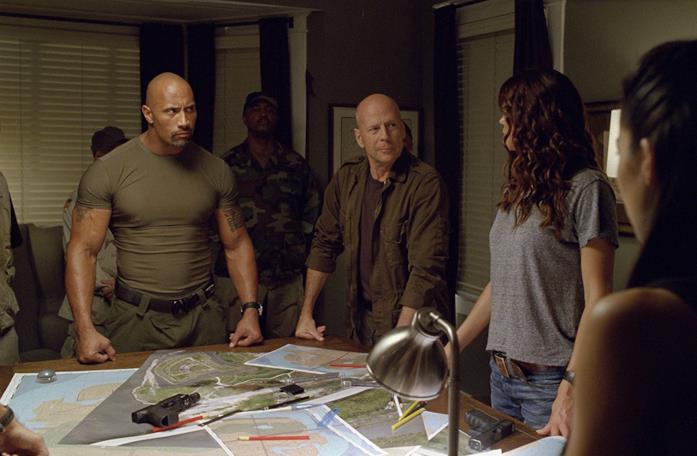 Bruce Willis, Dwayne Johnson e Elodie Yung