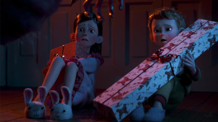 Due bambini ricevono alcuni regali