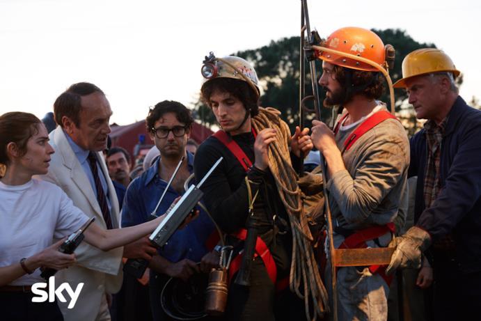 Una scena di Alfredino con i soccorritori