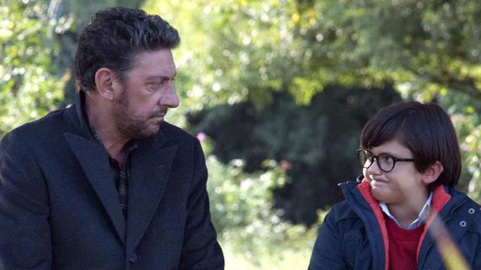 Una scena di Castellitto e il bambino in Una famiglia perfetta