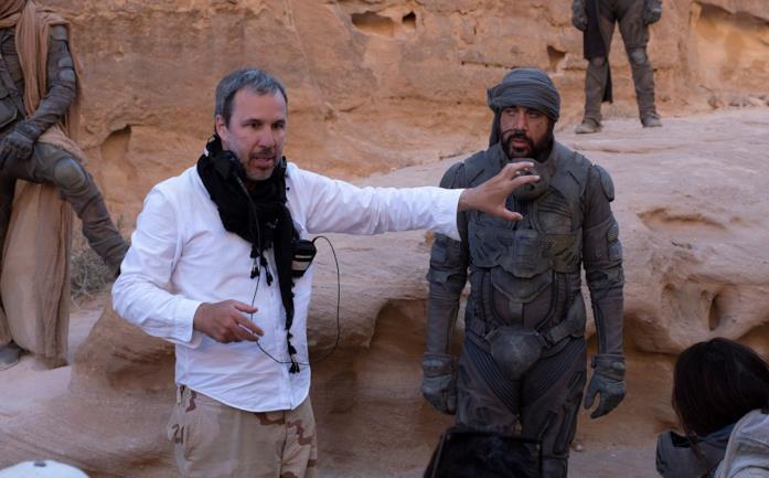 Denis Villeneuve al fianco di Javier Bardem sul set di Dune