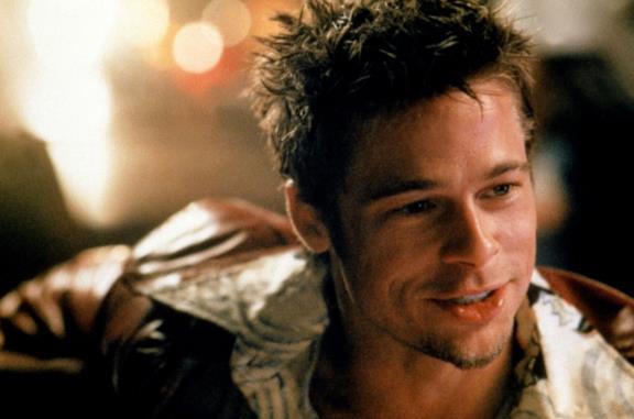 Brad Pitt in una scena del film Fight Club