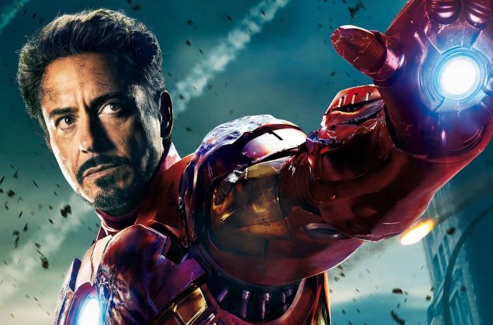 Robert Downey Jr. è Iron Man in un'immagine promozionale di Avengers