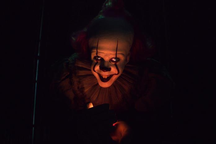Pennywise sorride nel buio