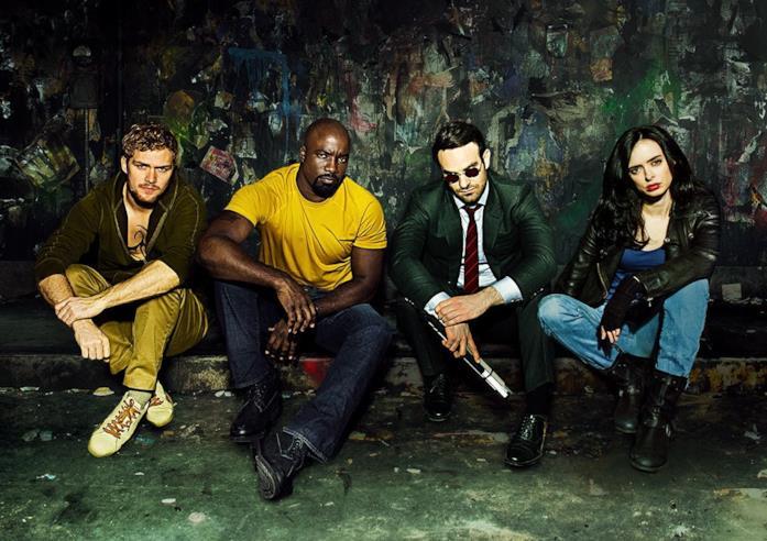 Finn Jones, Mike Colter, Charlie Cox e Krysten Ritter in The Defenders