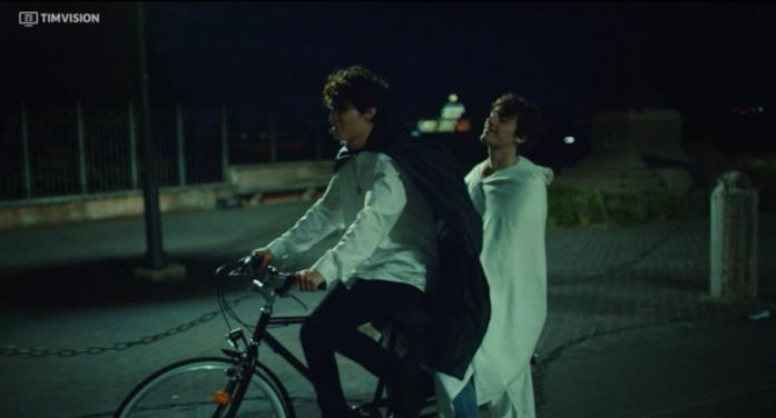 Martino e Niccolò di Skam Italia in bici