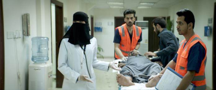 Maryam accetta un paziente al pronto soccorso