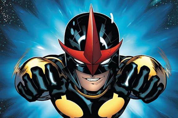Nova nella sua versione a fumetti mentre vola
