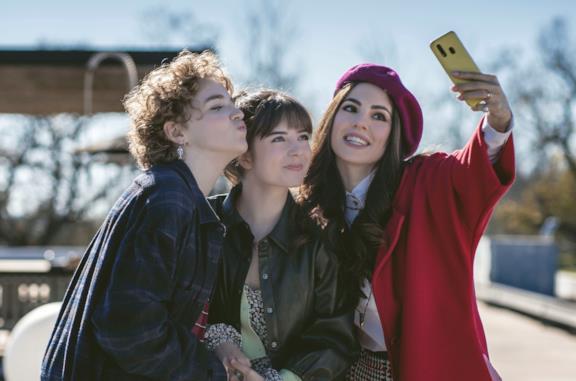 Genitori vs Influencer debutterà a Pasqua su Sky: ecco di cosa parla il nuovo film di Michela Andreozzi