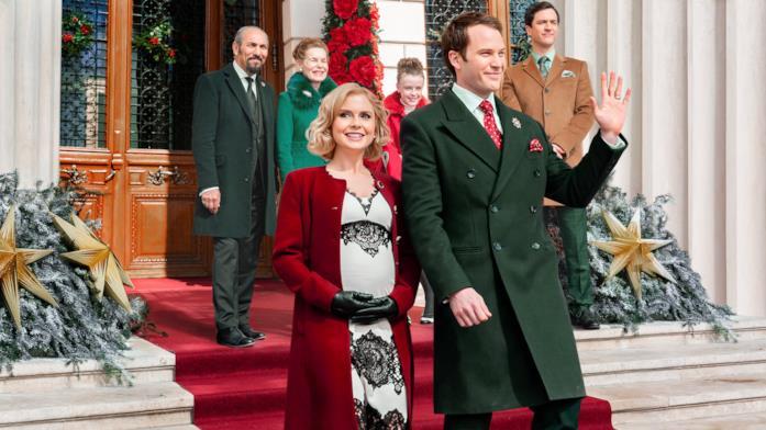 Il cast di Un principe per Natale: Royal Baby in una scena del film