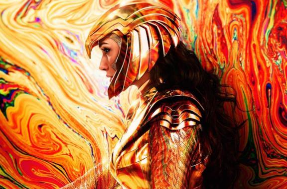 Diana Prince con l'armatura e il casco dorato