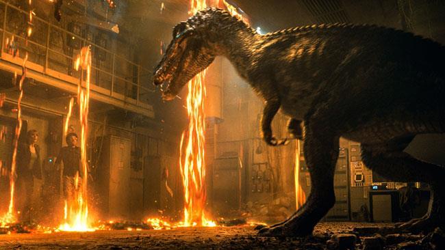 Il barionice di fronte a Claire in Jurassic World 2