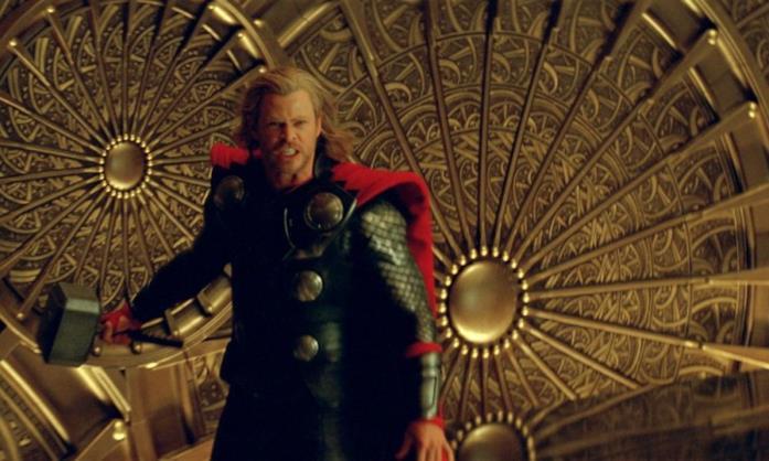 Un'immagine di Thor nel film diretto da Kenneth Branagh