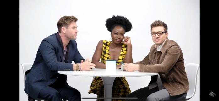 La reazione incredula di Hemsworth, Gurira e Renner alla domanda 'Quale Avenger sei?'