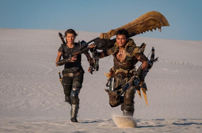Un'immagine di Milla Jovovich e Tony Jaa in Monster Hunter