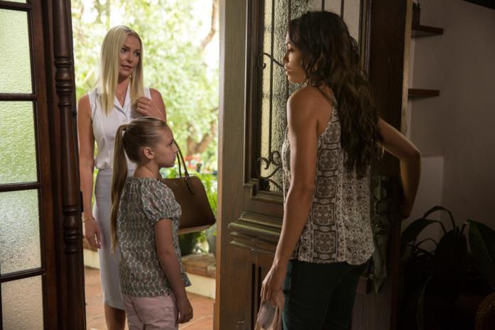 Katherine Heigl, Isabella Kai Rice e Rosario Dawson in una scena del film L'amore criminale