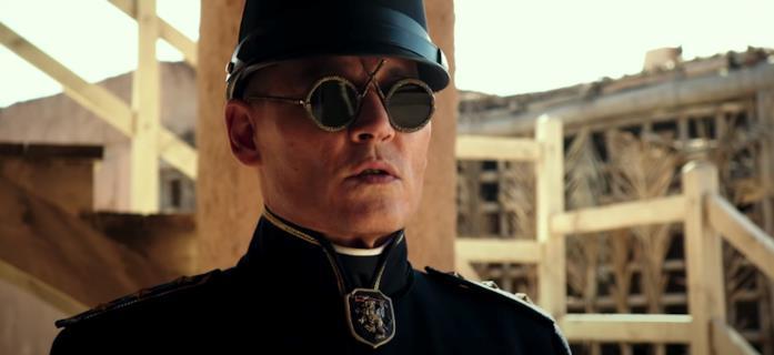 Johnny Depp vestito da colonnello