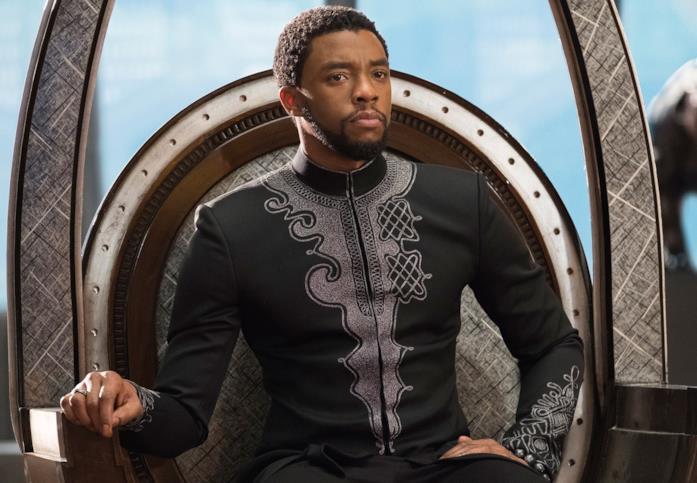 Chadwick Boseman è il Re T'Challa in Black Panther