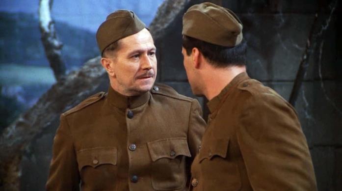 Gary Oldman e Matt LeBlanc vestiti da militari in Friends