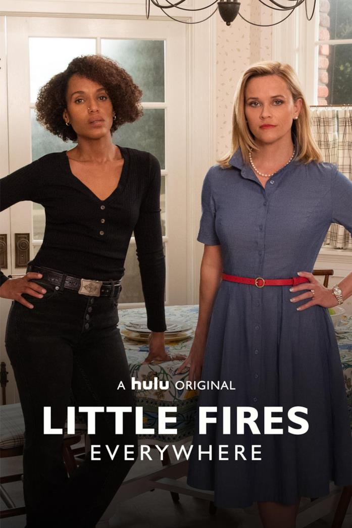 Kerry Washington e Reese Witherspoon nella locandina di Little Fires Everywhere