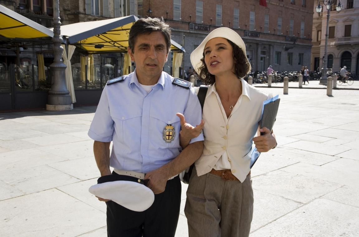 Vincenzo Salemme e Nicole Grimaudo in una scena del film Baciato dalla fortuna