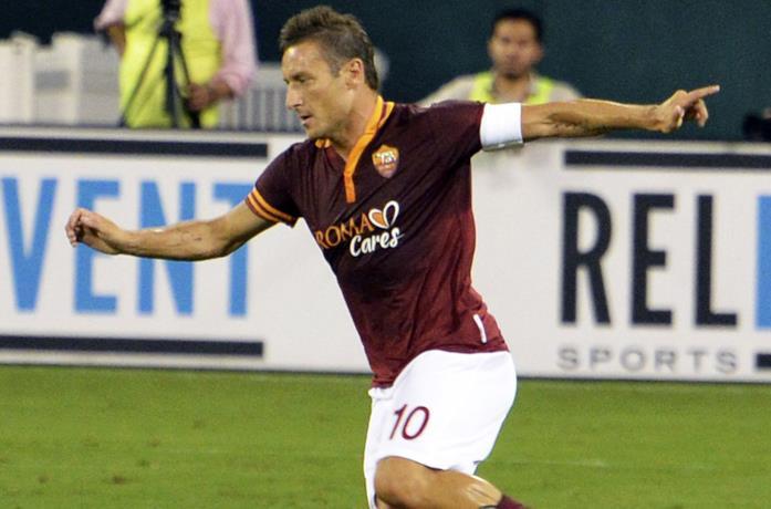Francesco Totti in campo con la Roma