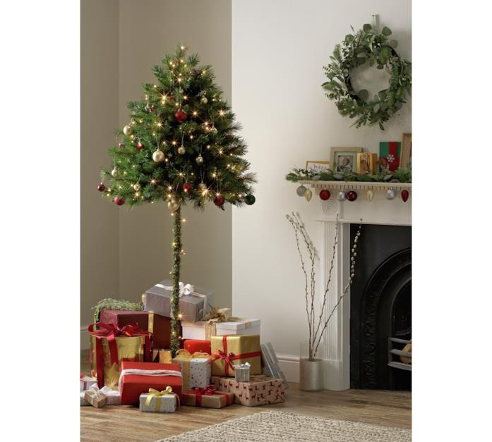 L'albero di Natale di Agros agghindato