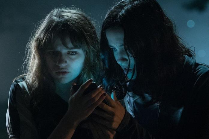 Wren e Hallie sono interpretate da Joey King e Julia Goldani Telles