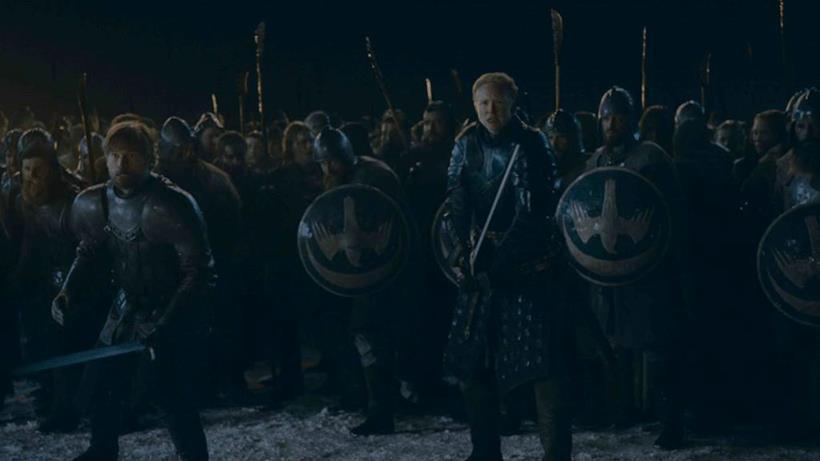 Brienne e Jaime schierati una a fianco dell'altro e pronti all'attacco