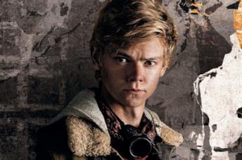 Thomas Brodie-Sangster in un poster promozionale del film