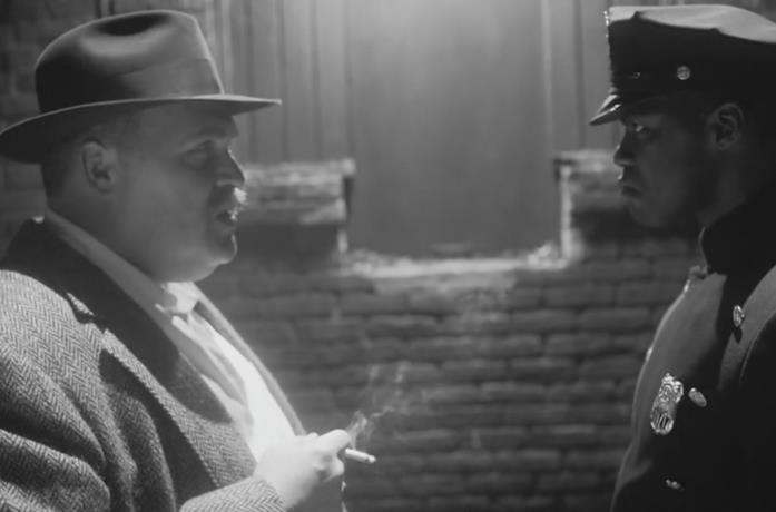 Glenn Fleshler e Jovan Adepo in una scena della serie TV Watchmen