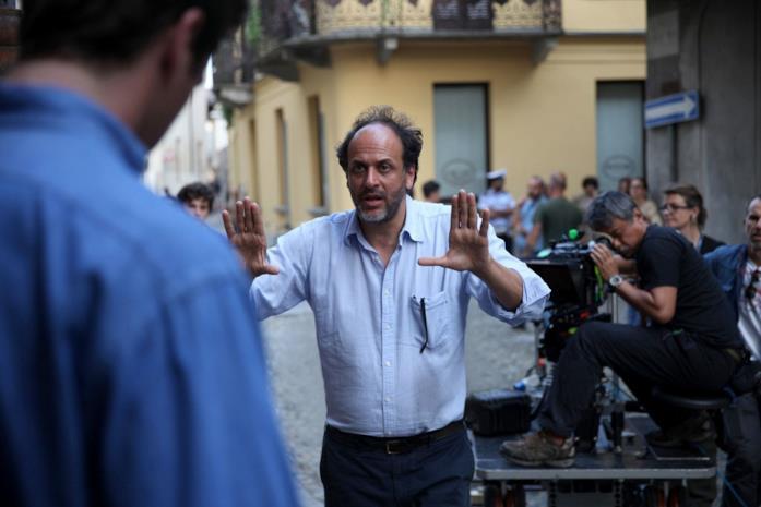 Luca Guadagnino dà indicazioni ad Armie Hammer sul set di Chiamami col tuo nome