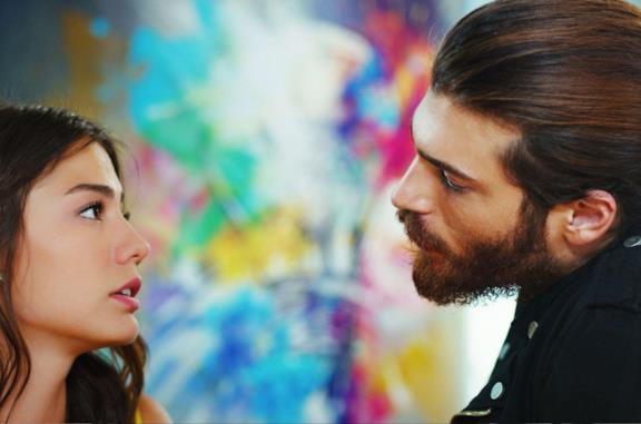Demet Özdemir e Can Yaman in una scena di Daydreamer