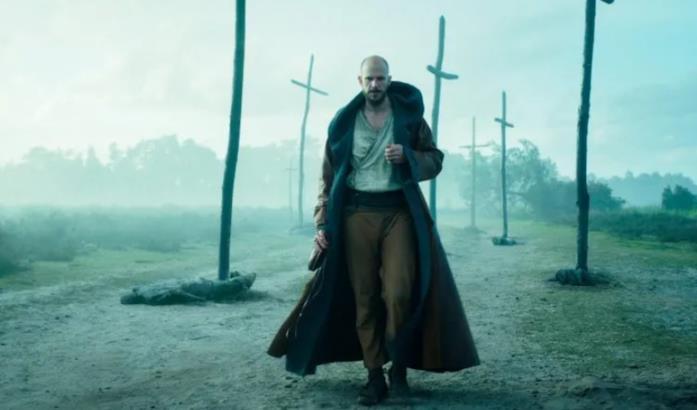 Merlino cammina in mezzo alle croci