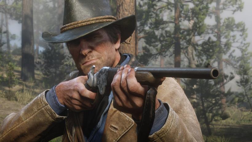 Arthur, protagonista di Red Dead Redemption 2, armato del suo fucile