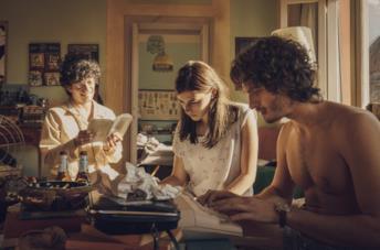 I tre protagonisti del film lavorano a una sceneggiatura