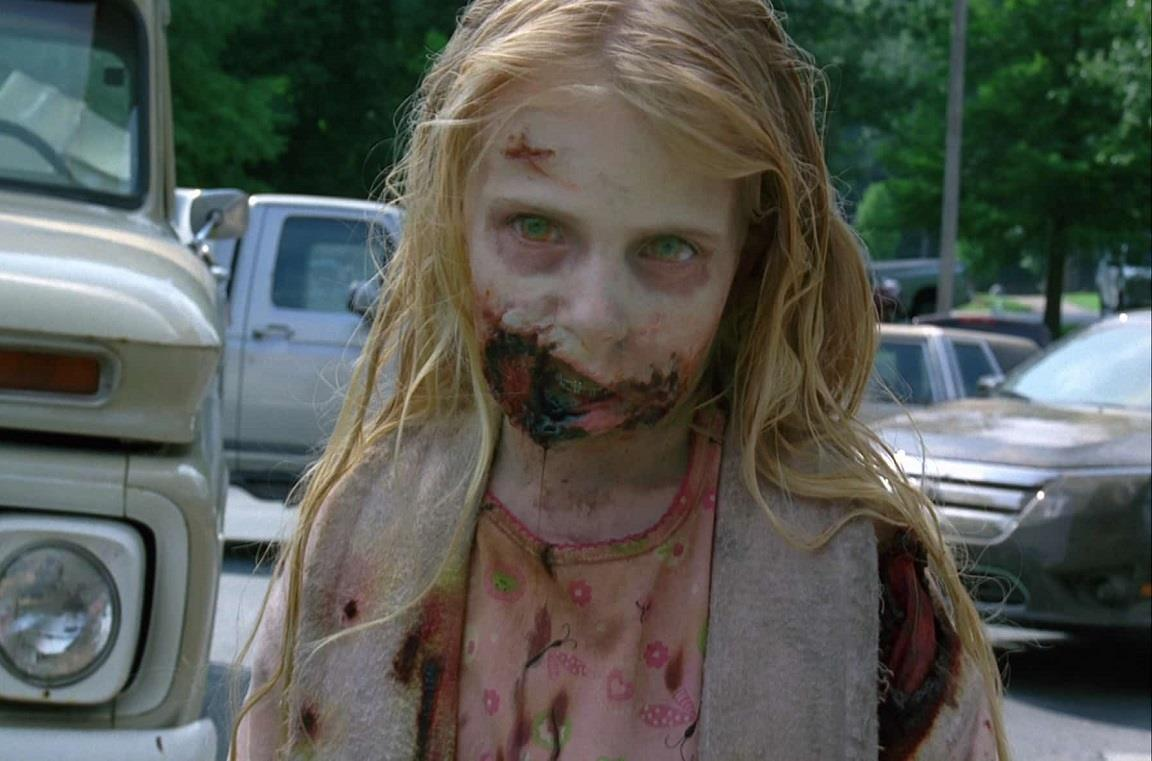 L'iconica bambina zombie della serie The Walking Dead