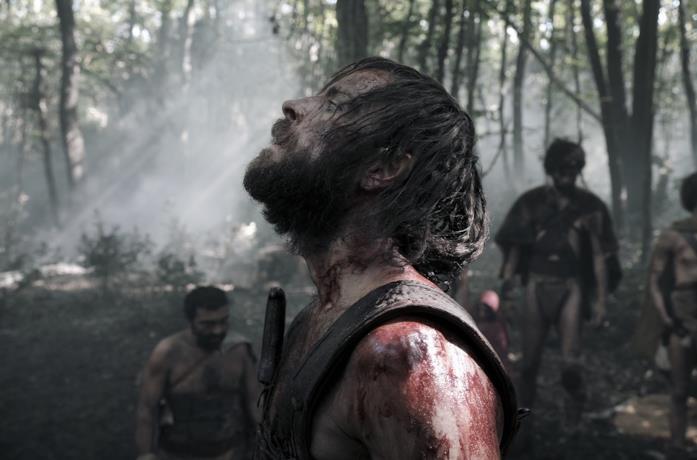 Alessandro Borghi in una scena del film Il primo re