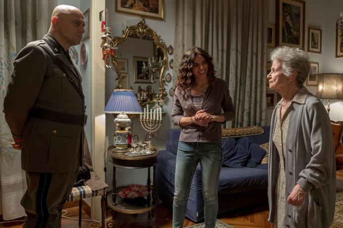 Una scena di Sono tornato con Mussolini ospite a casa