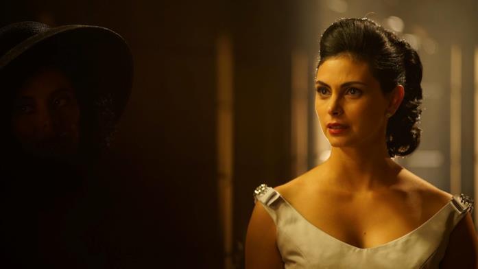 Morena Baccarin nella serie TV Gotham